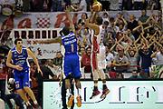 DESCRIZIONE : Campionato 2014/15 Giorgio Tesi Group Pistoia - Acqua Vitasnella Cantù<br /> GIOCATORE : Langston Hall<br /> CATEGORIA : tiro three points controcampo sequenza<br /> SQUADRA : Giorgio Tesi Group Pistoia<br /> EVENTO : LegaBasket Serie A Beko 2014/2015<br /> GARA : Giorgio Tesi Group Pistoia - Acqua Vitasnella Cantù<br /> DATA : 30/03/2015<br /> SPORT : Pallacanestro <br /> AUTORE : Agenzia Ciamillo-Castoria/GiulioCiamillo<br /> Galleria : LegaBasket Serie A Beko 2014/2015<br /> Fotonotizia : Campionato 2014/15 Giorgio Tesi Group Pistoia - Acqua Vitasnella Cantù<br /> Predefinita :