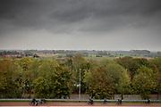 Scholieren fietsen in Nijmegen met op de achtergrond de Ooijpolder.<br /> <br /> Scholars ride their bikes in Nijmegen, in the background the Ooijpolder.