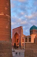 Ouzbekistan, Boukhara, patrimoine mondial de l Unesco, la mosquee et le minaret Kalon, Madrasa Mir I Arab // Uzbekistan, Bukhara, Unesco world heritage, Kalon mosque and minaret, Madrasah Mir I Arab