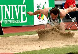 30-06-2007 ATLETIEK: NK OUTDOOR: AMSTERDAM<br /> Frank Koopmans, verspringen zand sprong item atletiek creative illustratief<br /> ©2007-WWW.FOTOHOOGENDOORN.NL