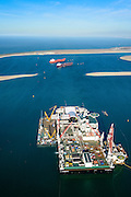 Nederland, Zuid-Holland, Rotterdam, 18-02-2015; Tweede Maasvlakte met Prinses Alexiahaven. In de haven ligt de Pioneering Spirit van offshore bedrijf Allseas (voorheen Pieter Schelte), grootste hefschip ter wereld.<br /> Maasvlakte 2 (MV2), extension of the Port of Rotterdam. The largest crane ship of the world, the Pioneering Spirit, is moored in the Prinses Alexia harbour.<br /> luchtfoto (toeslag op standard tarieven);<br /> aerial photo (additional fee required);<br /> copyright foto/photo Siebe Swart