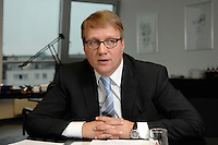 09 JAN 2007, BERLIN/GERMANY:<br /> Ronald Pofalla, CDU Generalsekretaer, waehrend einem Interview, in seinem Buero, CDU Bundesgeschaeftsstelle<br /> IMAGE: 20070109-01-033