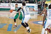 DESCRIZIONE : Avellino Lega A 2015-16 Sidigas Avellino Banco di Sardegna Sassari<br /> GIOCATORE : Taurean Green<br /> CATEGORIA : palleggio<br /> SQUADRA : Sidigas Avellino <br /> EVENTO : Campionato Lega A 2015-2016 <br /> GARA : Sidigas Avellino Banco di Sardegna Sassari<br /> DATA : 09/11/2015<br /> SPORT : Pallacanestro <br /> AUTORE : Agenzia Ciamillo-Castoria/A. De Lise <br /> Galleria : Lega Basket A 2015-2016 <br /> Fotonotizia : Avellino Lega A 2015-16 Sidigas Avellino Banco di Sardegna Sassari