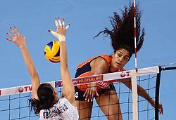 09-01-2016 TUR: European Olympic Qualification Tournament Rusland - Nederland, Ankara<br /> De strijd om Rio of Japan / Celeste Plak #4, Nataliia Obmochaeva #8 of Rusland