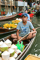 Damnoen Saduak Floating Market - is a totally chaotic floating market where small khlongs or canals are filled with flat boats piled high with fresh produce, each jockeying for position and paddled by ladies ready to stop and bargain at a moment's notice. It's colourful, noisy, and great fun. During the long-tail boat ride to market, you'll pass orchards, traditional teak houses and local people going about their lives.