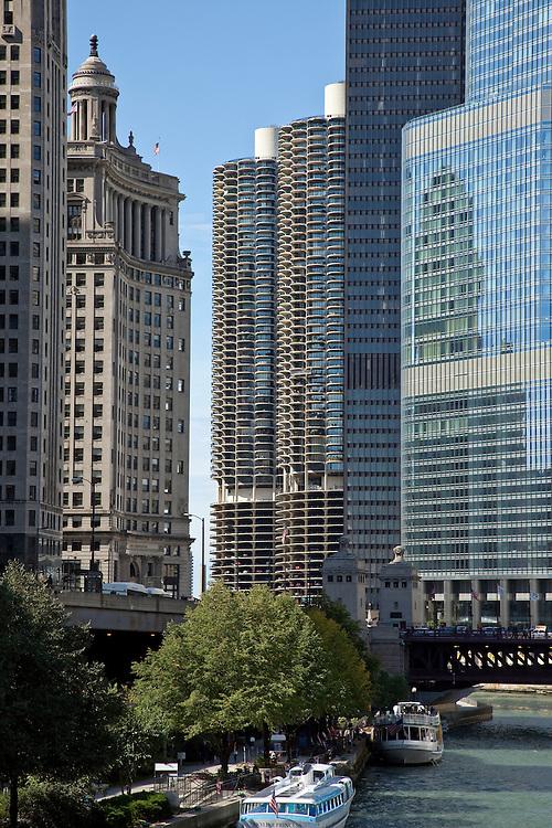Marina City, Chicago, Illinois, condominiums by Bertrand Goldberg, Architect