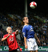 Photo: Paul Thomas.<br /> Everton v Manchester United. The Barclays Premiership. 28/04/2007.<br /> <br /> Leon Osman (R) of Everton wins a header from Alan Smith.