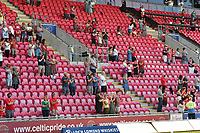 rugby union_Scarlets-Edinburgh: Pro14 Rainbooup E - parc y scarlets Llanelli<br /> <br /> fans in the stand join in a round of applause for people who died during pandemic<br /> <br /> COLORSPORT/WINSTON BYNORTH