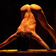 Nederland. Terschelling (FR).13-06-2004.<br />West Terschelling, locatie de Dobbe.<br />Dans van het Hans Hof Ensemble met de voorstelling ' Vrouwen in bad'.<br />Choreografie Andrea Boll.<br /><br />Foto: Sake Elzinga