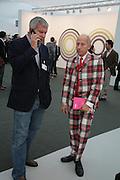 LARRY GAGOSIAN AND LIGHT LANDESMAN, Opening of the Frieze Art Fair. Regents Park. London. 10 October 2007. -DO NOT ARCHIVE-© Copyright Photograph by Dafydd Jones. 248 Clapham Rd. London SW9 0PZ. Tel 0207 820 0771. www.dafjones.com.