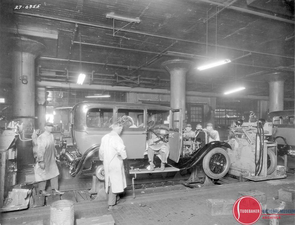 Studebaker final assembly line, 1927.
