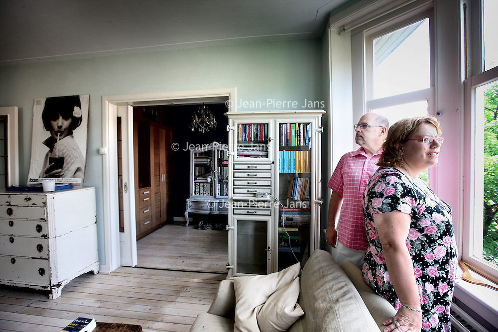 Nederland, Amsterdam , 6 augustus 2010..Carol Saunders en Jed Dodge uit Hong Kong in hun vakantieruilwoning op de Lijnbaansgracht..Portraits of foreigners who exchange houses in Amsterdam.