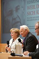 DEU, Deutschland, Germany, Berlin, 25.09.2012:<br />Bundeskanzlerin Angela Merkel (L) (CDU) und der bayerische Ministerpräsident a.D. Edmund Stoiber (R) (CSU) während der Vorstellung des Buchs Weil die Welt sich ändert des früheren CSU-Vorsitzenden in der Alfred-Herrhausen-Gesellschaft.