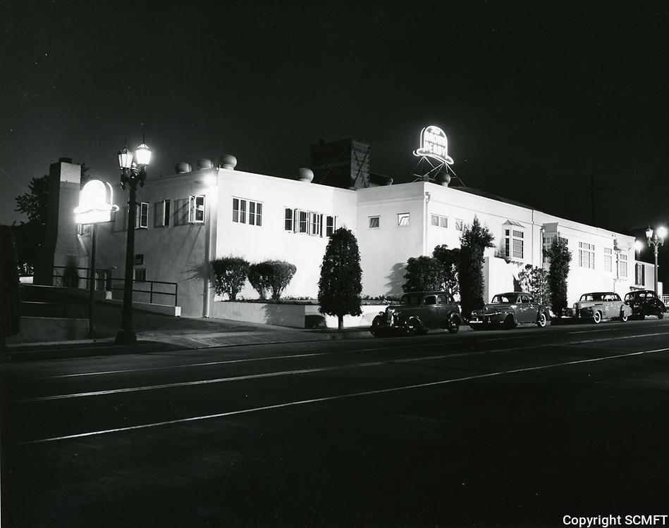 1942 Brown Derby Car Cafe on Los Feliz Blvd. in Hollywood at night