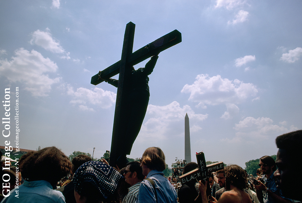 March on Washington marchers with a crucifix on the Mall.