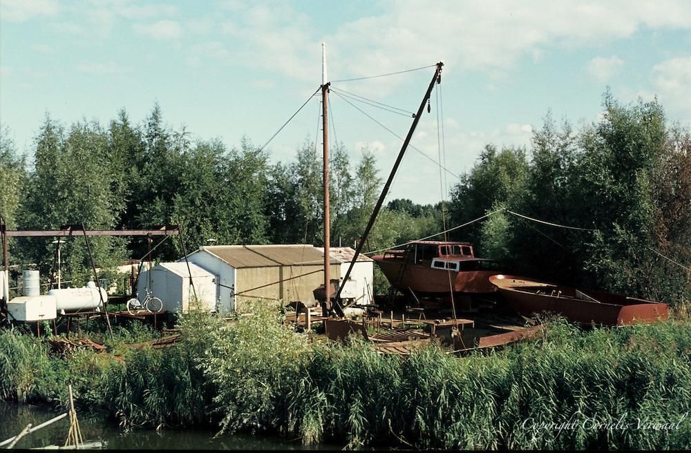 Van de Torre scheepswerfje aan de Hogedijk, Ammerstol, 1977.