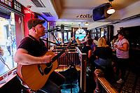 République d'Irlande, Dublin, quartier de Temple Bar, le Pub Quays // Republic of Ireland; Dublin, the touristic Temple Bar area, the Quays pub