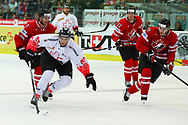 01.Mai 2012; Kloten; Eishockey - Schweiz - Kanada; Simon Moser (L, SUI) gegen Ryan Murray (R, CAN)<br />  (Thomas Oswald)