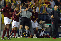 Photo: Francesc Valcarcel.<br />Villarreal v Arsenal. UEFA Champions League. Semi Final, 2nd Leg. 25/04/2006.<br />Arsenal players celebrate victory.