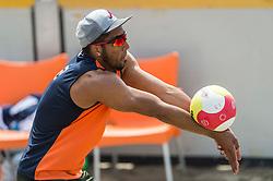 17-06-2016 NED: Beachvolleybaltoernooi eredivisie, Amsterdam<br /> Op het Mercatorplein in Amsterdam gaan de beachers uit de eredivisie van start / Eargenell de Cuba #2