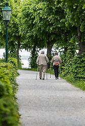 THEMENBILD - ein älteres Paar mit Wanderstöcke auf einem Weg, aufgenommen am 10. Mai 2018 in Zell am See, Österreich // an elderly couple with hiking poles on a street, Zell am See, Austria on 2018/05/10. EXPA Pictures © 2018, PhotoCredit: EXPA/ JFK