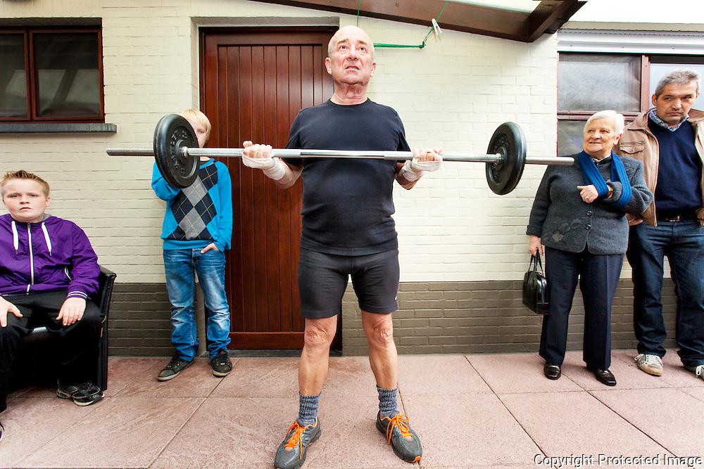 366104-Jef Cuylaerts tilt 600 maal 30 kilo op 1uur-Boskant 129 Lille