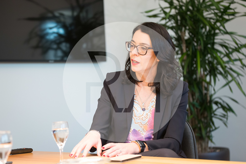 SCHWEIZ - ZÜRICH - SRF-Direktorin Nathalie Wappler bei einem Interview in ihrem Büro - 18. Dezember 2019 © Raphael Hünerfauth - http://huenerfauth.ch