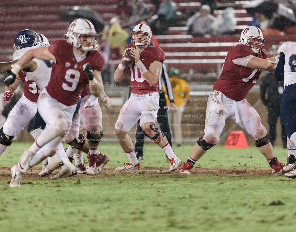 PALO ALTO, CA - NOVEMBER 26:  Keller Chryst #10 of the Stanford Cardinal plays in an NCAA football game against the Rice Owls played on November 26, 2016 at Stanford Stadium in Palo Alto, California.  At left is Dalton Schultz #9 and at right is Jess Burkett #73 of the Stanford Cardinal.  (Photo by David Madison/Getty Images)
