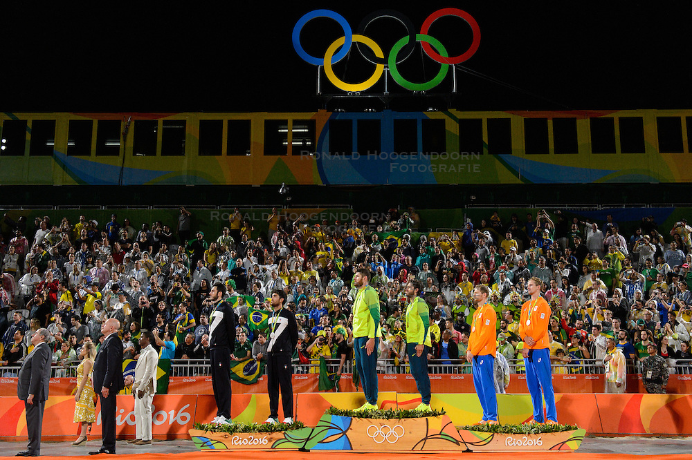 18-08-2016 BRA: Olympic Games day 13, Rio de Janeiro<br /> Brouwer/ Meeuwsen verslaan de Russen Viacheslav Krasilnikov en Konstantin Semenov in de kleine finale in twee sets met 23-21 en 22-20. Alexander Brouwer #1 en Robert Meeuwsen #2 zorgden zo voor de allereerste Nederlandse medaille bij het beachvolleybal op de Olympische Spelen. De sport staat sinds 1996 op de olympische agenda.<br /> Huldiging 2de Plaats / Silver / Silvermedaille: Paolo Nicolai (#1 ITA) / Daniele Lupo (#2 ITA), 1ste Plaats / Gold / Goldmedaille / Alison Cerutti (#1 BRA) / Bruno Oscar Schmidt (#2 BRA), 3de Plaats / Bronze / Bronzemedaille Alexander Brouwer (#1 NED) / Robert Meeuwsen (#2 NED)