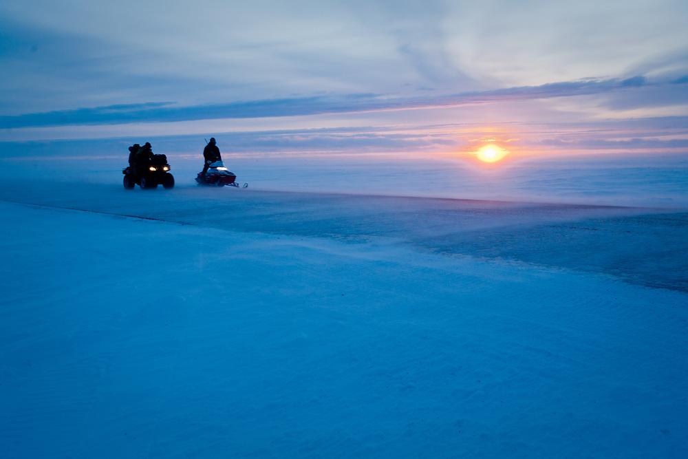 Iñupiaq hunters retrurning to Point Hope, Alaska