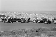 Khrushchev's motorcade riding above Los Angeles for a better view of the city, Khrushchev is in a convertible.<br /> <br /> Le cortège de Khrouchtchev dans les auteurs de Los Angeles pour une meilleure vue de la ville. Nikita Khrouchtchev est dans une décapotable .
