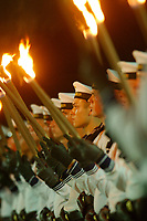 29 JUL 2002, BERLIN/GERMANY:<br /> Grosser Zapfenstreich anlaesslich der Verabschiedung von RudolfScharping, SPD, Bundesverteidigungsminister a.D., mit dem Wachbatallion beim BMVg, Paradeplatz, Bundesministerium der Vereidigung<br /> IMAGE: 20020729-01-007<br /> KEYWORDS: Soldat, Soldaten, Bundeswehr, army, Militär, Militaer, Fakeln, Großer Zapfenstreich, Marine, navy