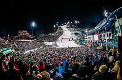 THEMENBILD - Bereits zum 22. Mal begeistert der FIS Nachtslalom der Herren am 29. Jänner 2019 tausende Zuseher im WM-Austragungsort 2013 in Schladming, hier im Bild:  Archivbild vom 23.01.2018, Planai, Schladming, AUT, FIS Weltcup Ski Alpin, Schladming, Slalom, Herren, 2. Lauf, im Bild Übersicht des Zielstadions mit Zuschauern // Overview of the stadium with spectators reacts after his 2st run of men's Slalom of FIS ski alpine world cup at the Planai in Schladming, Austria on 2018/01/23. EXPA Pictures © 2018, PhotoCredit: EXPA/ Johann Groder