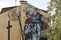 Lomza, 29.06.2018. Seria 7 murali patriotycznych namalowanych w miescie na 600. rocznice nadania praw miejskich Lomzy oraz 100. rocznice odzyskania niepodleglosci . Murale zostaly namalowane przez artystow z Gdanskiej Szkoly Muralu oraz przez muralistow z Fundacji RoskoArt; N/z mural nawiazujacy do Powstania Styczniowego z 1863 roku fot Michal Kosc / AGENCJA WSCHOD