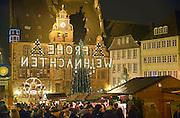 Duitsland, Marburg, 1-12-2012Kerstmarkt in het oude historische centrum, binnenstad van deze stad in de Duitse deelstaat Hessen. Er wordt gluhwein verkocht.Foto: Flip Franssen/Hollandse Hoogte