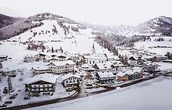 THEMENBILD - der tief verschneite Ortskern mit seiner Kirche, aufgenommen am 28. Januar 2019 in Leogang, Oesterreich // the snow-covered village centre with the church in Leogang,  Austria on 2019/01/28. EXPA Pictures © 2019, PhotoCredit: EXPA/ JFK