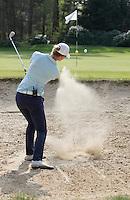 VALKENSWAARD - Golfprofessional ANNE VAN DAM . . .Instructie, bunker.  COPYRIGHT KOEN SUYK