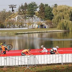 07-11-2020: Wielrennen: EK Veldrijden: Rosmalen<br />Wedstrijdbeeld Ryan Kamp aan de leiding  Pim Ronhaar probeerd te volgen