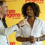 NLD/Amsterdam/20190501 - Perspresentatie cast Onze Jongens in Miami, Johan Nijenhuis interviewt Malik Mohammed
