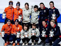 21-02-2018 KOR: Olympic Games day 12, PyeongChang<br /> Speed skating team pursuit / De vrouwenploegen van Nederland, Japan en de Verenigde Staten na afloop van de finale van de ploegenachtervolging in de Gangneung Oval tijdens de Olympische Winterspelen van Pyeongchang. De Japanners wonnen goud, Nederlands zilver en de VS brons.