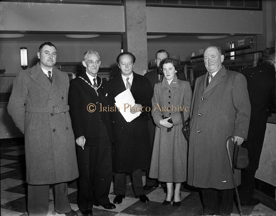 01/12/1952<br /> 12/01/1952<br /> 01 December 1952<br /> Opening of St. Andrew Street Post Office, Dublin. Senator Andrew Clarkin, Lord Mayor of Dublin, 2nd from left, with Minister for Posts and Telegraphs Erskine Childers, who opened the new post office, third from left.