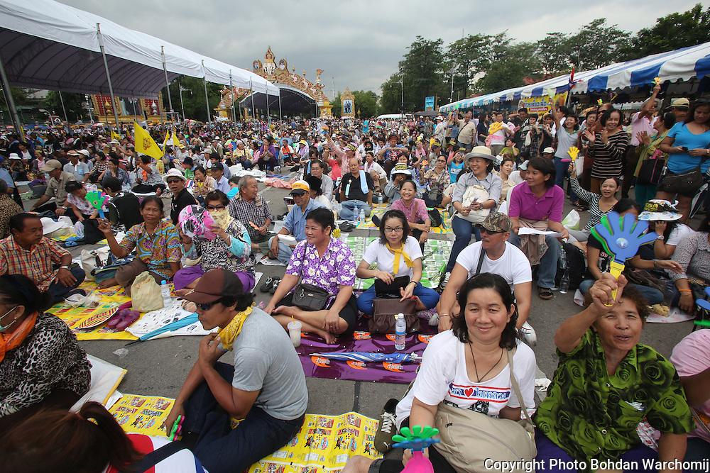 protests, demonstration,royalists, Royal Palace, police, Bangkok, Thailand