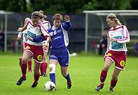 Fotball, Toppserien, 19 Juni 2004, Sandviken - Medkila, resultat 1-1, Stine Frantzen, Medkila og Randi Bjørkestrand, Sandviken.