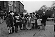 08/12/1977.12/08/1977.8th December 1977.Photograph of Maureen Potter, Danny Cummins and members of Concern fundraising for Concern at St Stephens Green, Dublin. Concern was established in 1968 in response to appeals from missionaries in war torn Africa. The charity is dedicated to reducing hunger, poverty and suffering.