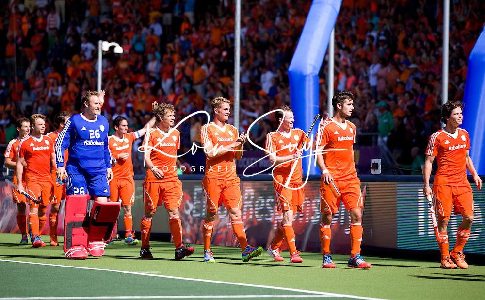 DEN HAAG - Oranje bedankt het publiek na de halve finale wedstrijd tussen de mannen van Nederland en Engeland (1-0) voor de World Cup Hockey 20124. ANP KOEN SUYK