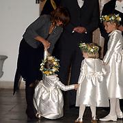 NLD/Naarden/20051022 - Huwelijk prins Floris en Aimee Söhngen, bruidsmeisje Julie Hoppenbrouwers, Anne en Isabelle