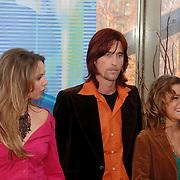 NLD/Baarn/20051229 - Persconferentie finalisten Idols 2005, Floortje Smit, Harm Jacobs en Marescha