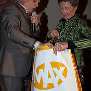 NLD/Hilversum/20080327 - Start ledenwerf actie omroep Max, voorzitter Jan Slagter met vrijwilligster