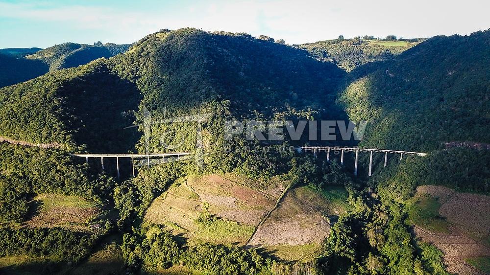 O Viaduto 13, conhecido também como Viaduto do Exercito, é a denominação dada a um viaduto ferroviário existente na Ferrovia do Trigo, a EF-491, no trecho entre os municípios de Vespasiano Corrêa e Muçum, no Rio Grande do Sul. FOTO: Jefferson Bernardes/ Agência Preview