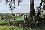Nederland, Ubbergen, 9-9-2017Wandelen over de Elysese velden. Lokatie is opgenomen in de wandelroute walk of wisdom die door de regio, omgeving, rijk van nijmegen voert, pelgrimstocht, pelgrimsroute, mindfullness.FOTO: FLIP FRANSSEN